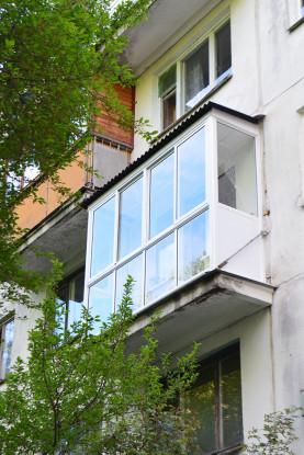 Остекление балкона от пола
