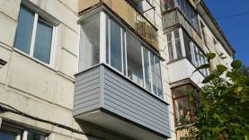 Балконная рама из алюминия